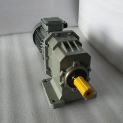 Цилиндрический мотор-редуктор на лапах TRC042H115(i=38,73)IEC90В14 с асинхронным (2)