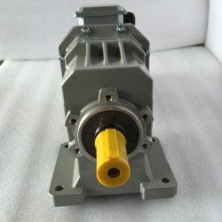 Цилиндрический мотор-редуктор на лапах TRC042H115(i=38,73)IEC90В14 с асинхронным (4)