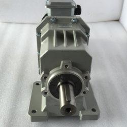 Цилиндрический мотор-редуктор на лапах TRC042H115(i=38,73)IEC90В14 с асинхронным (5)